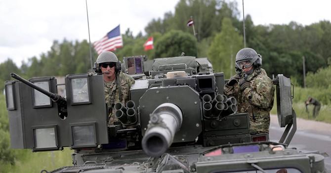 """""""Hành động của NATO tại biên giới Nga là vở kịch phi lý"""""""