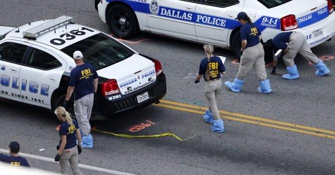 Nghi can phục kích cảnh sát Dallas có kế hoạch tấn công lớn hơn