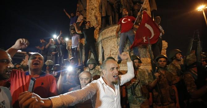 """Đảo chính quân sự là """"trò chơi yêu thích"""" của nhiều tướng lĩnh Thổ Nhĩ Kỳ"""