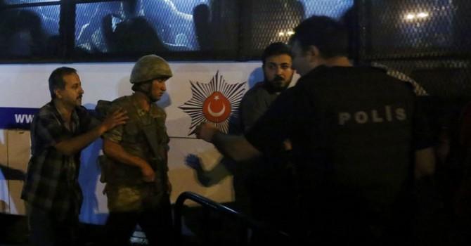 Binh lính bị bắt ngỡ âm mưu đảo chính ở Thổ Nhĩ Kỳ là cuộc tập trận