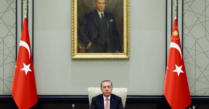 """Tổng thống Thổ Nhĩ Kỳ và """"nền dân chủ chuyên chế"""""""