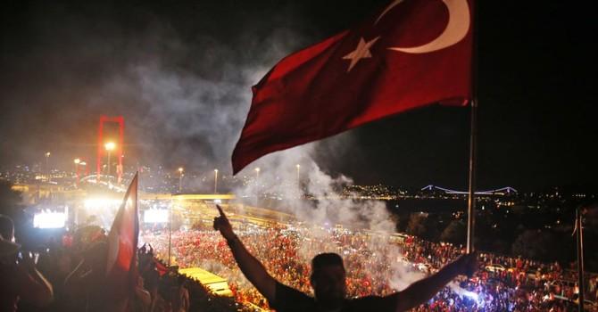 Thổ Nhĩ Kỳ trong tình trạng khẩn cấp: trường học, cơ sở từ thiện đóng cửa