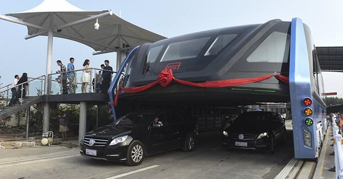 """Siêu xe buýt chống tắc đường của Trung Quốc """"có khả năng là vụ lừa đảo tài chính"""""""