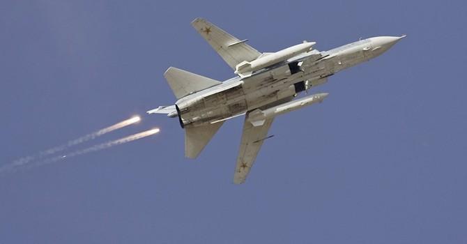 Tiêm kích Mỹ âm thầm theo dõi máy bay Su-24 của Syria