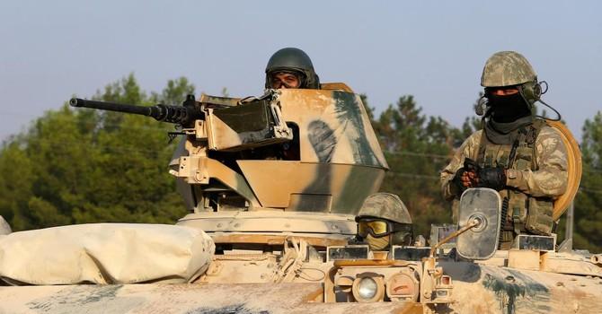 Đoàn xe tăng của quân đội Thổ Nhĩ Kỳ ồ ạt tấn công vào Syria
