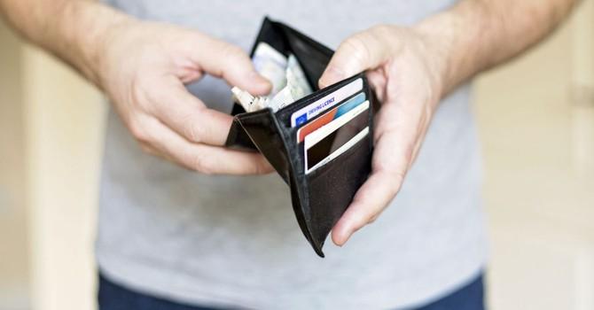 Người Nga tin rằng thiếu tiền là vấn đề phức tạp nhất cho cuộc sống