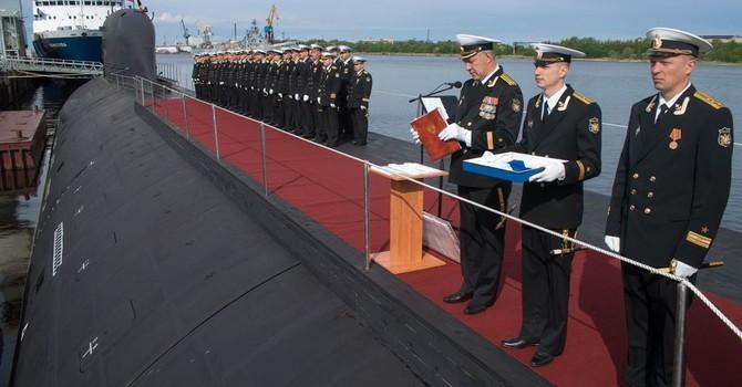 Tàu ngầm hạt nhân của Mỹ hay của Nga tốt hơn?