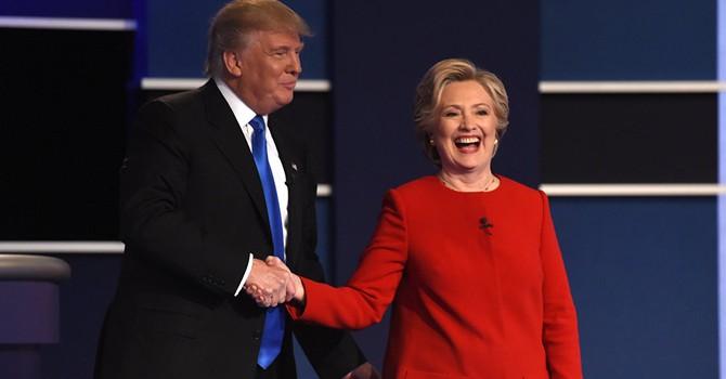 """Tỷ phú Trump: """"Cho phép tôi nói với các bạn, bà Clinton cần phải ở tù"""""""