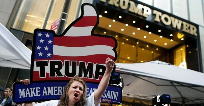 """Bầu cử Mỹ: Donald Trump trong bão táp, trước cuộc tranh luận """"nóng bỏng"""""""