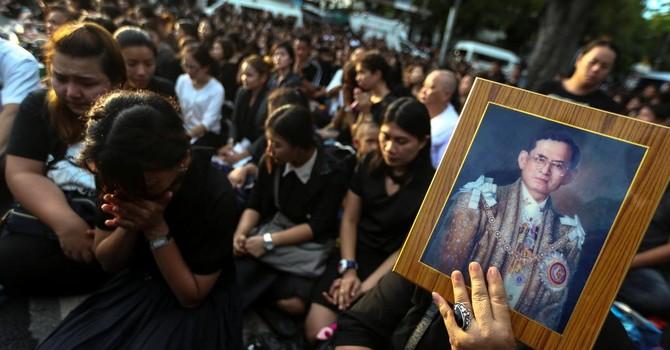 Kinh tế Thái Lan đầy bất trắc sau khi vua Bhumibol qua đời