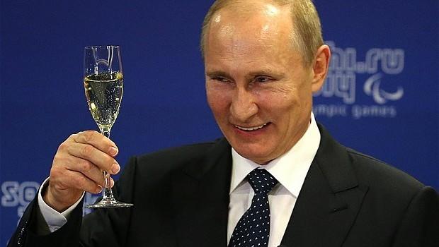 Ông Putin tuyên bố Nga sẵn sàng hỗ trợ ngành công nghiệp Ukraine nếu Kiev muốn