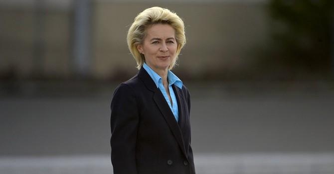 Bộ trưởng Quốc phòng Đức kêu gọi Trump cứng rắn với Nga
