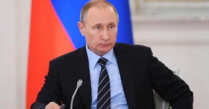 """Ông Putin nói quân đội Nga không đe dọa ai, """"sao họ căng thẳng như vậy"""""""