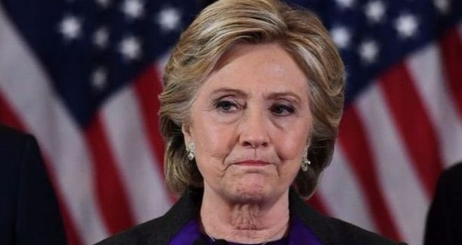 """Bà Clinton: """"Giám đốc FBI khiến tôi thất bại"""""""