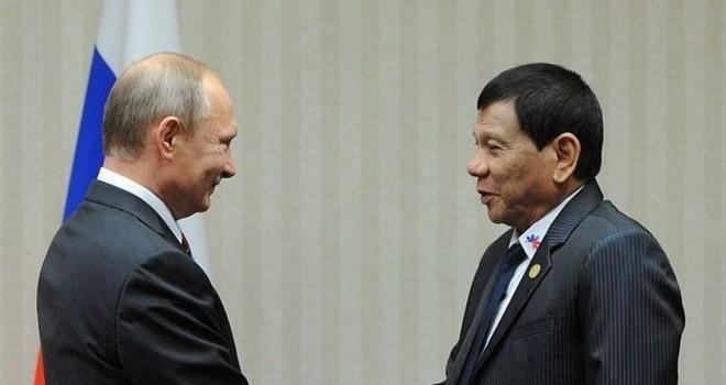 """Gặp ông Putin, Tổng thống Philippines nói phương Tây """"đạo đức giả"""""""