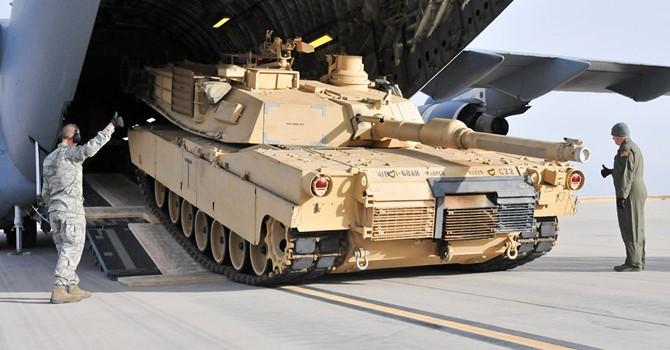 Chính trị gia Đức bất bình vì NATO điều động xe tăng Mỹ triển khai ở Đông Âu