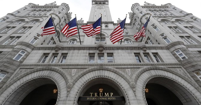 Chính phủ nước ngoài trả tiền cho khách sạn Trump có vi hiến?
