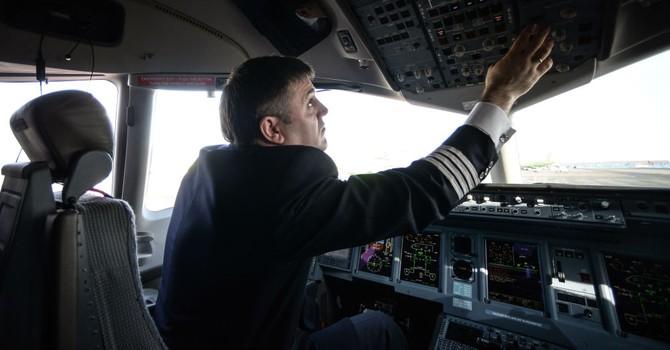 Trung Quốc bất ngờ dừng tuyển dụng phi công Nga