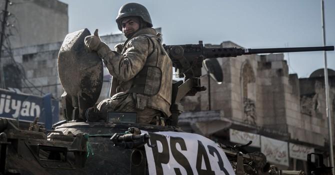 Thổ Nhĩ Kỳ huy động nhiều xe quân sự đến biên giới Syria