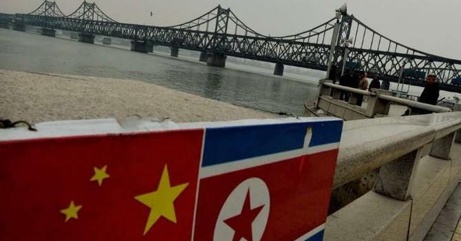 """Triều Tiên và Trung Quốc cùng """"bắt tay"""" qua mặt Mỹ như thế nào?"""