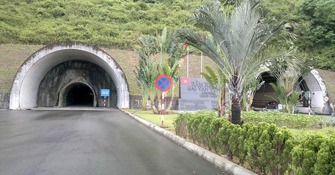 """Địa ốc 24h: """"Biến"""" hầm lánh nạn Hải Vân thành hầm chính, lăn tăn về độ an toàn"""