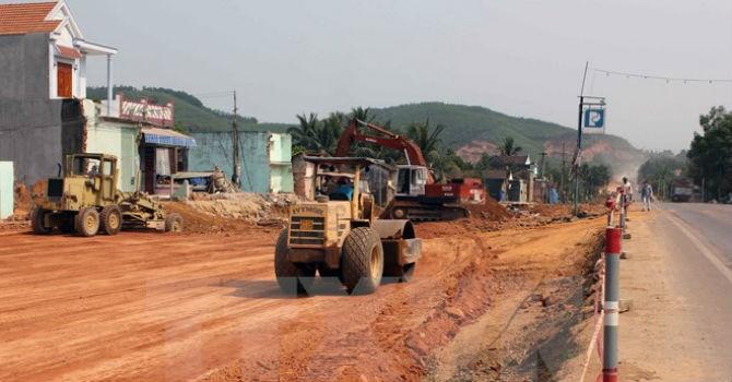 Địa ốc 24h: Thi công QL1 qua Bình Định ẩu, 16 nhà thầu bị phạt