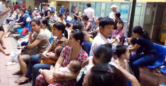 Trời nắng nóng: Bệnh viện Nhi Trung ương quá tải vì nhiều trẻ em nhập viện