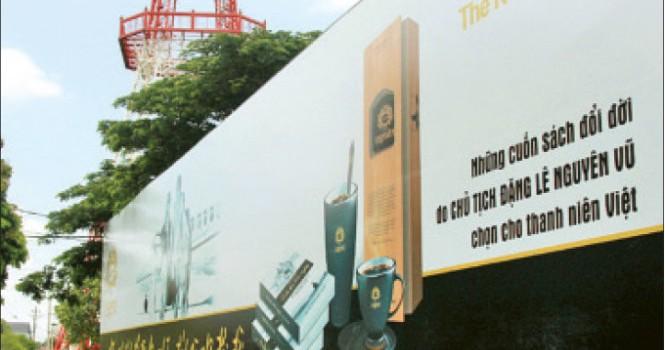 Tháo dỡ 25 bảng quảng cáo sách của ông Đặng Lê Nguyên Vũ