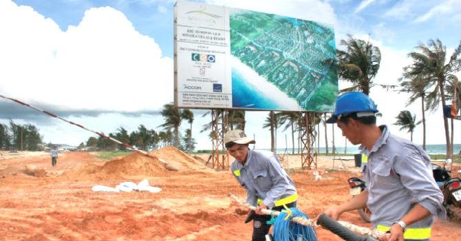 """Địa ốc 24h: Giá đất phát sốt, dân Phú Quốc """"xẻ thịt"""" rừng để bán"""