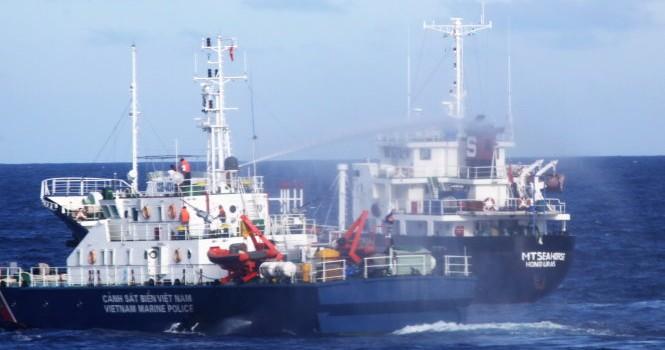 Cảnh sát biển Việt Nam chạm trán cướp biển: Lệnh nổ súng