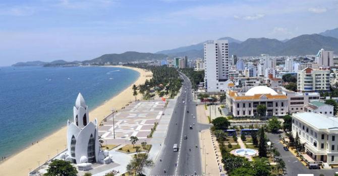 """Địa ốc 24h: Bất động sản du lịch """"thức giấc"""", băm nát phố biển Nha Trang"""