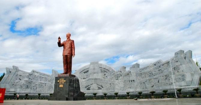 Sơn La phải báo cáo Thủ tướng việc xây công trình tượng đài Bác Hồ trước 15/8