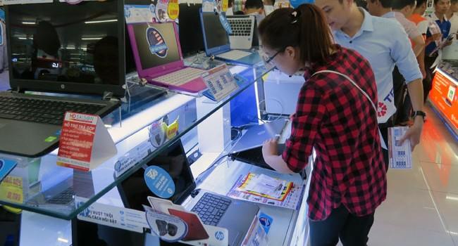Cẩn trọng khi mua laptop, smartphone trả góp ưu đãi mùa khai trường