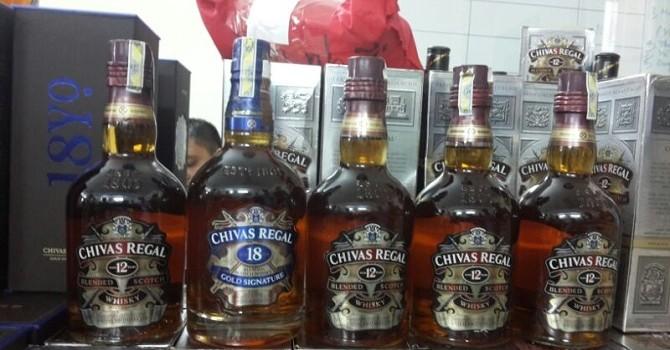 Công an Hà Nội bắt 300 chai rượu giả