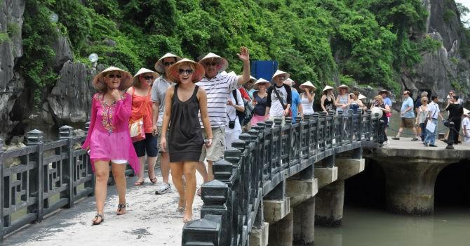 Việt Nam vào top quốc gia an toàn cho khách độc hành