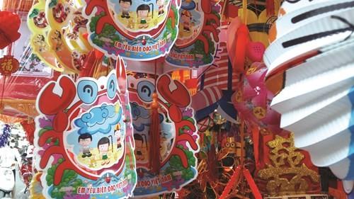 Đắt hàng đồ chơi Trung thu Việt