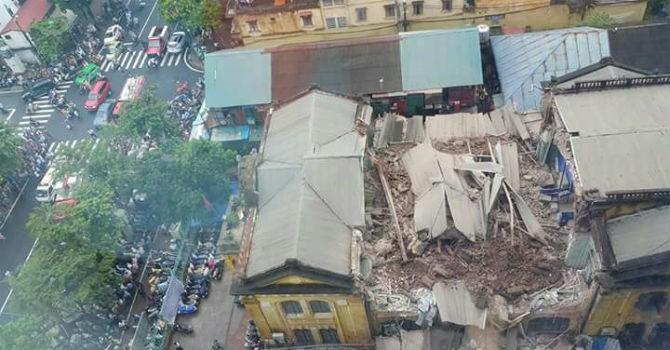 Hà Nội: Sập nhà cổ tại 107 Trần Hưng Đạo, 2 người tử vong