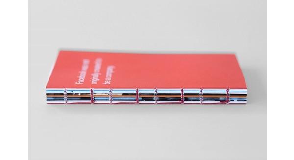 Bật mí về cuốn sách nhỏ màu đỏ trên bàn tất cả các nhân viên Facebook