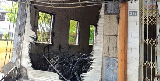 Cháy cửa hàng thiêu rụi 30 xe máy, 4 người may mắn thoát chết