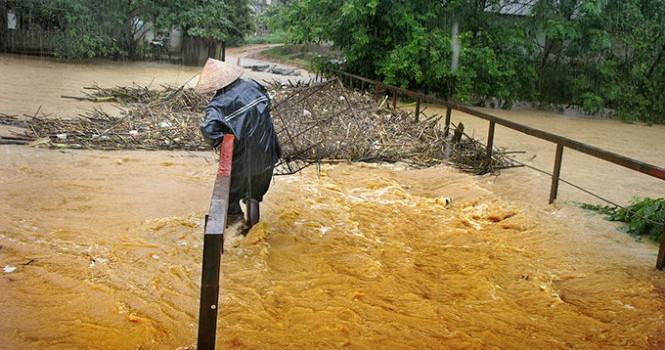 Sông Hồng báo động vì Trung Quốc xả lũ