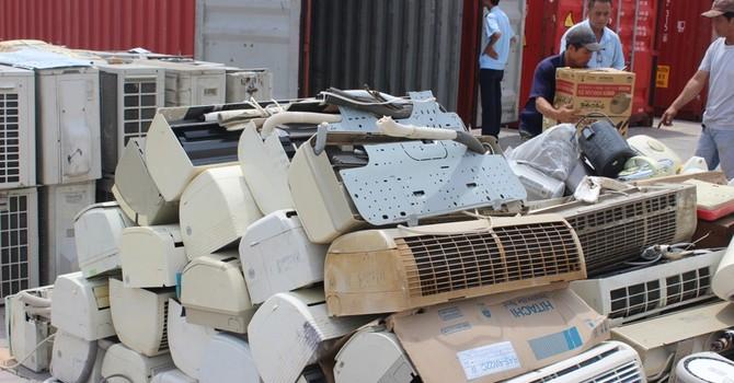 Phát hiện 200 container đồ điện tử cũ nhập lậu