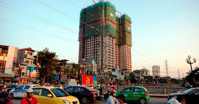 """Địa ốc 24h: Hà Nội hứng nỗi khổ của việc """"nhồi"""" siêu đô thị vào trung tâm"""