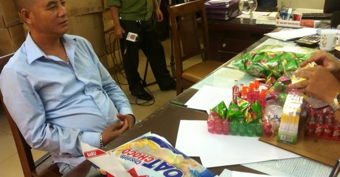 Bắt hàng chục nghìn sản phẩm bánh kẹo, đồ chơi nghi độc hại