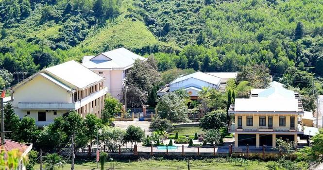 Chủ tịch Quảng Nam trần tình huyện nghèo đòi xây trung tâm hành chính 100 tỷ