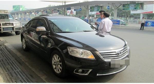 """Hàng loạt sai phạm """"lách luật"""" của Uber Việt Nam và các đối tác"""