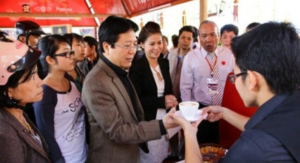 """Nóng: """"Chiến tranh pháp lý"""" giữa vợ chồng đại gia Đặng Lê Nguyên Vũ"""