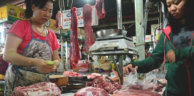 """Thịt sạch ở Sài Gòn bị cạnh tranh """"bẩn"""""""