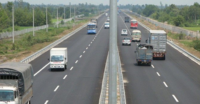 Doanh nghiệp mất thêm 1.000 tỷ đồng/năm nếu đi đường cao tốc