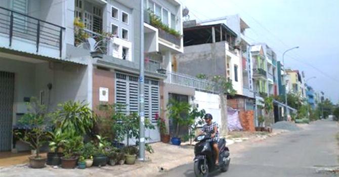 """Địa ốc 24h: TP.HCM ngưng tách thửa đất ở làm """"tắc nghẽn"""" việc xây nhà"""