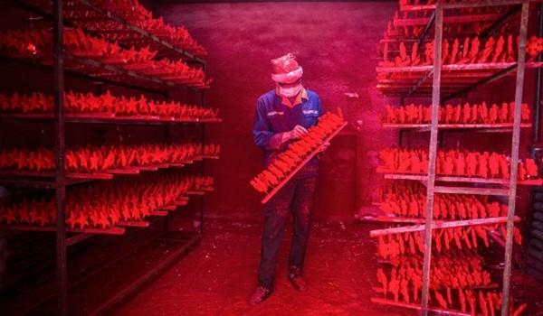 Bên trong các nhà máy sản xuất đồ trang trí Giáng sinh lớn nhất Trung Quốc